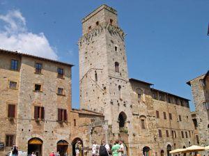 Italy2005_Colleoli_Volterra5._96dpi.jpg