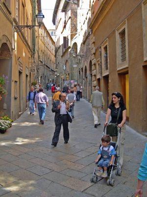 Italy2005_SanGimigiana_Street1_96dpi.jpg