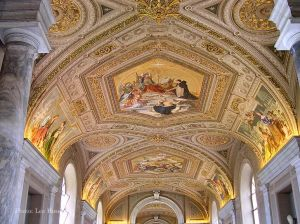 Italy2005_VaticanMuseum_0086_96dpi.jpg