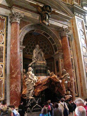 Italy2005_Vatican_StPeterInterior_5_96dpi.jpg