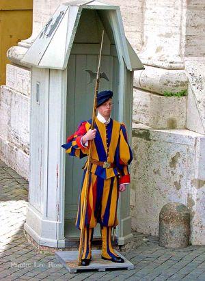 Italy2005_Vatican_SwissGuard_96dpi.jpg